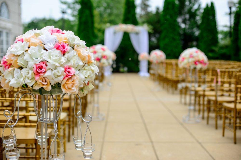 Låt bröllopet i Järfälla fyllas av blommor